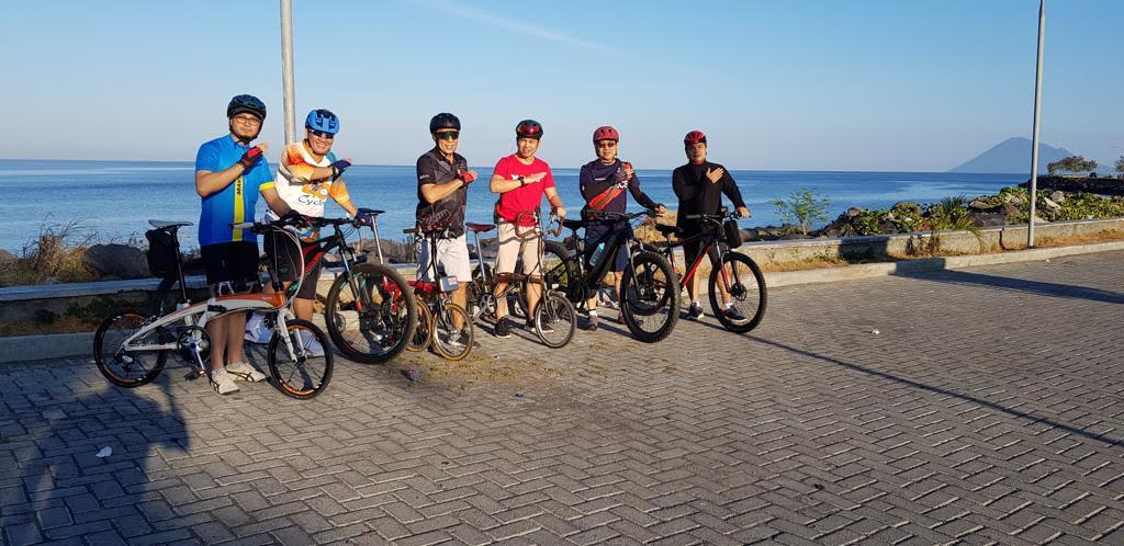 """CEO BNI Kanwil Manado Bergaya """"Hi Movers"""" Dari Atas Sepeda"""